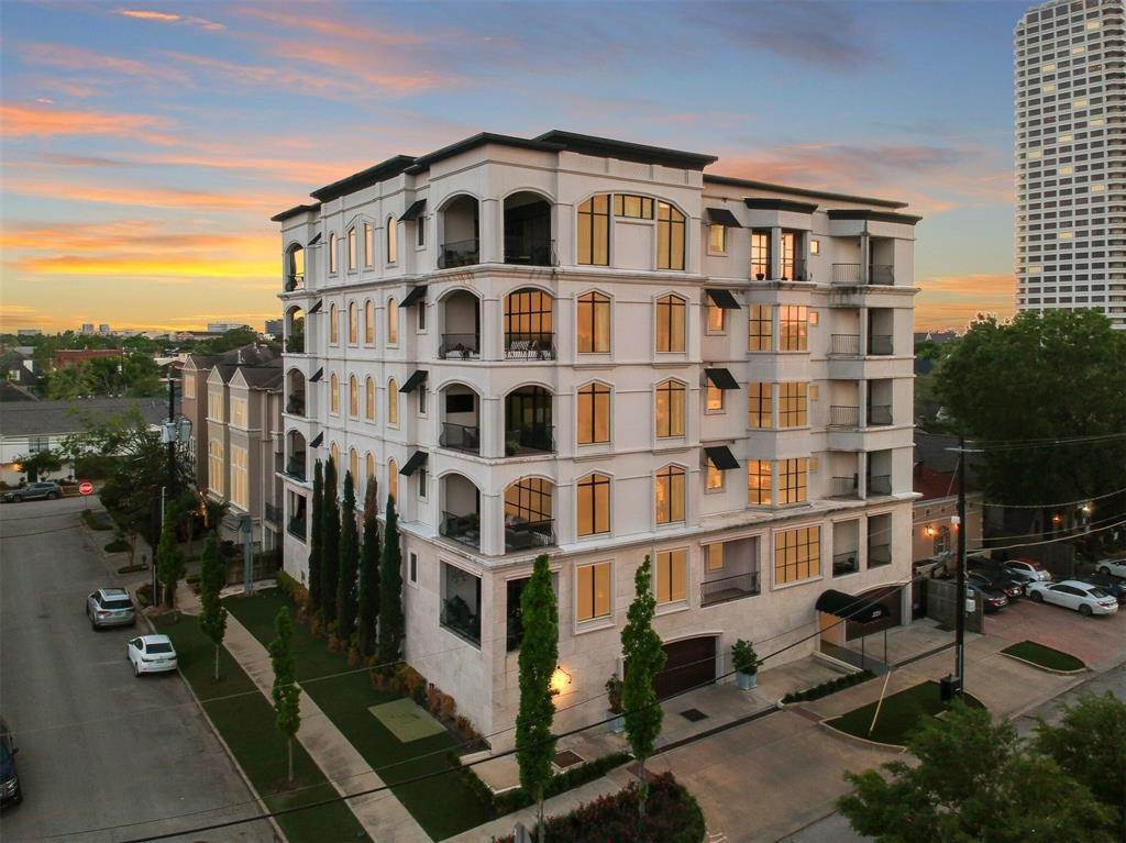 High or Mid-Rise Condo for Sale at 2221 Welch Street #401 2221 Welch Street Houston, Texas 77019 United States