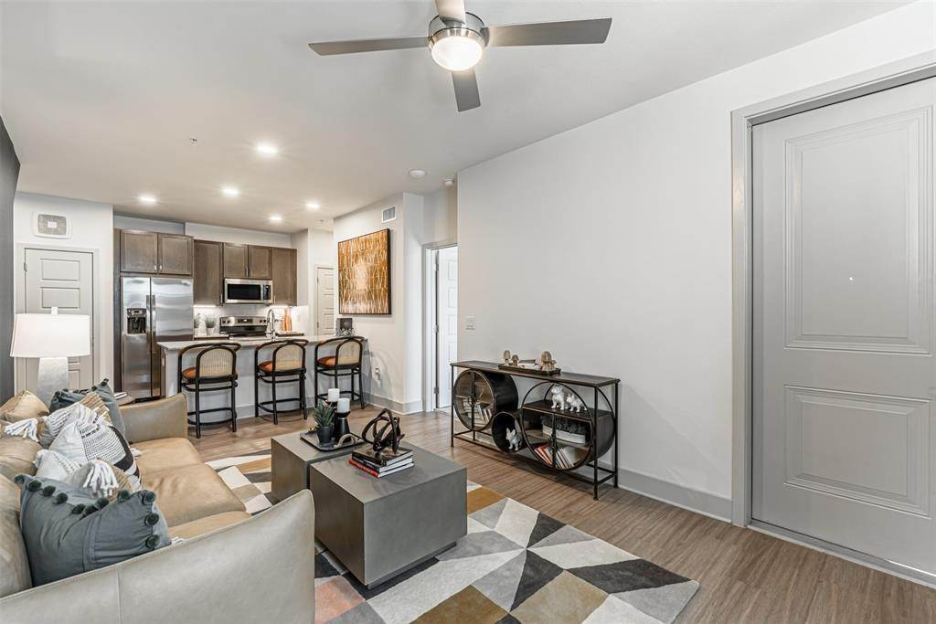 12. High or Mid-Rise Condo for Rent at 698 Basilica Bay Drive #2103 698 Basilica Bay Drive Houston, Texas 77386 United States