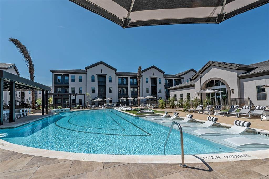 32. High or Mid-Rise Condo for Rent at 698 Basilica Bay Drive #2103 698 Basilica Bay Drive Houston, Texas 77386 United States