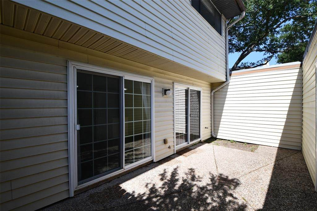 28. Condo / Townhouse for Rent at 2596 Bering Drive Houston, Texas 77057 United States