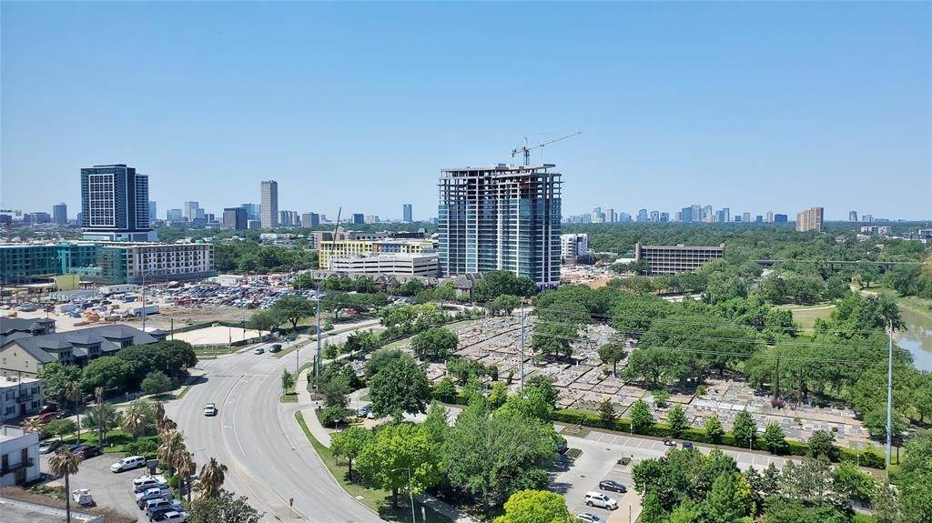 20. High or Mid-Rise Condo for Rent at 3333 Allen Parkway #1507 3333 Allen Parkway Houston, Texas 77019 United States