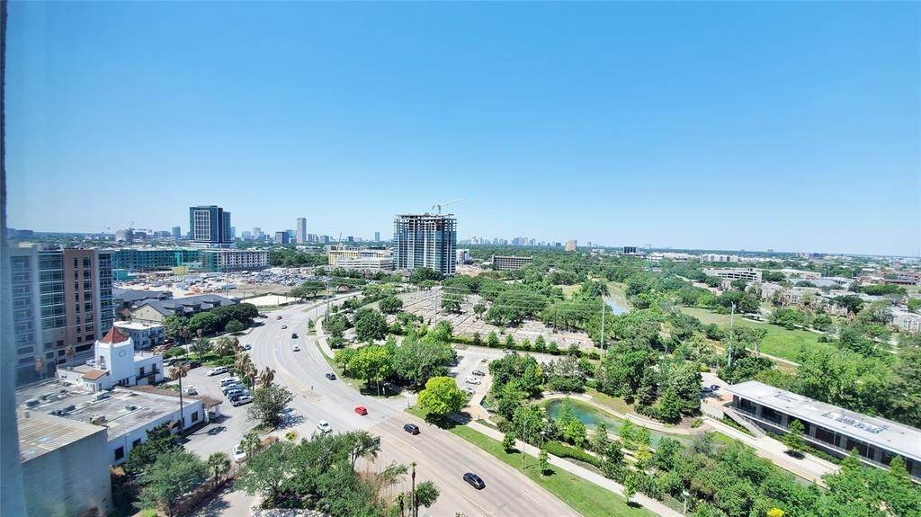 21. High or Mid-Rise Condo for Rent at 3333 Allen Parkway #1507 3333 Allen Parkway Houston, Texas 77019 United States