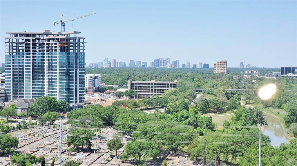 22. High or Mid-Rise Condo for Rent at 3333 Allen Parkway #1507 3333 Allen Parkway Houston, Texas 77019 United States