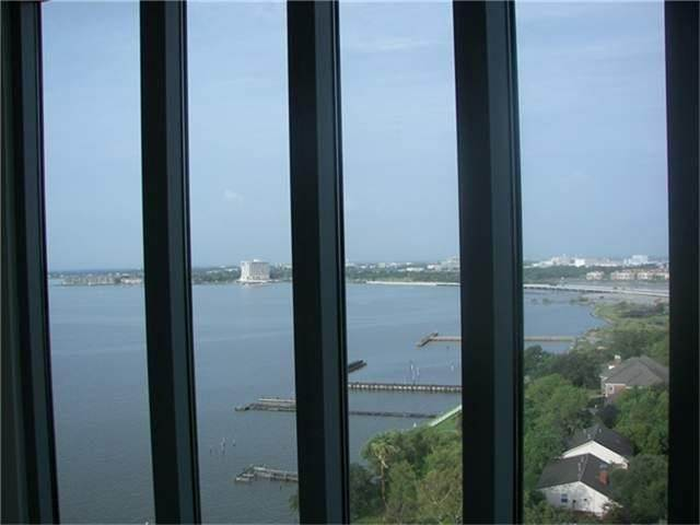 13. High or Mid-Rise Condo for Rent at 4821 E Nasa Parkway #10w 4821 E Nasa Parkway Seabrook, Texas 77586 United States