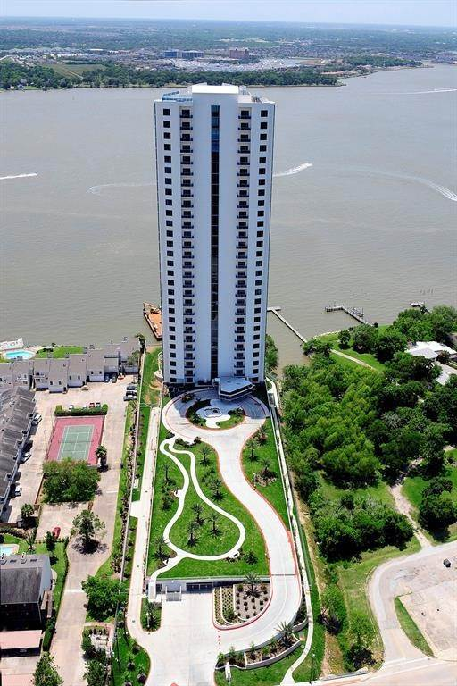 2. High or Mid-Rise Condo for Rent at 4821 E Nasa Parkway #10w 4821 E Nasa Parkway Seabrook, Texas 77586 United States