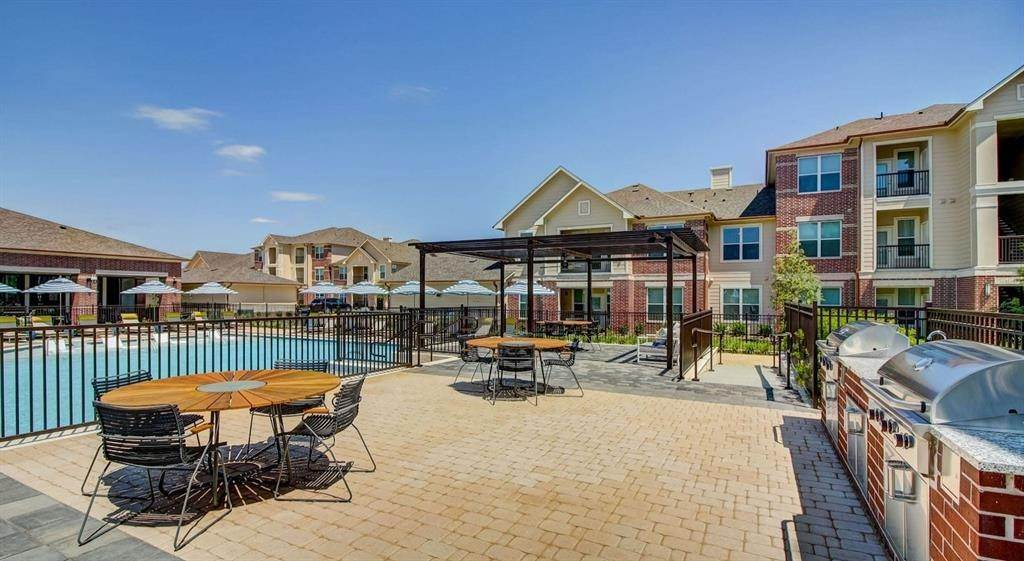 10. High or Mid-Rise Condo for Rent at 5330 Sienna Parkway #05104 5330 Sienna Parkway Missouri City, Texas 77459 United States