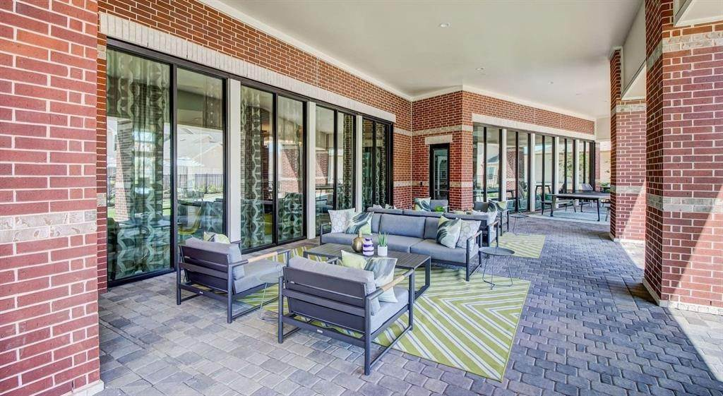 13. High or Mid-Rise Condo for Rent at 5330 Sienna Parkway #05104 5330 Sienna Parkway Missouri City, Texas 77459 United States