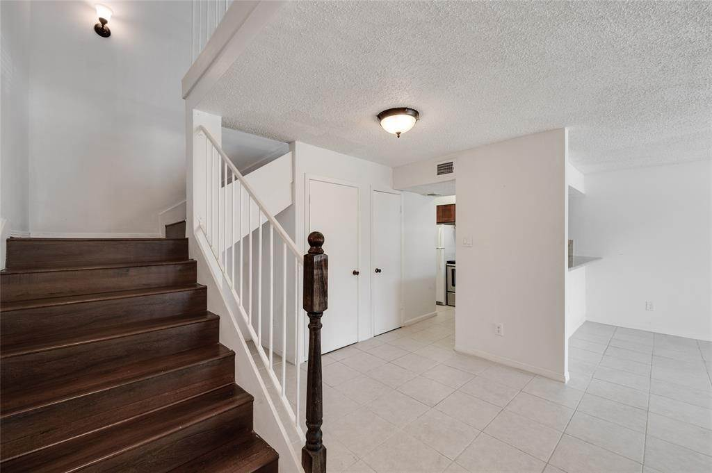 7. Condo / Townhouse for Rent at 2800 Jeanetta St #908 2800 Jeanetta St Houston, Texas 77063 United States