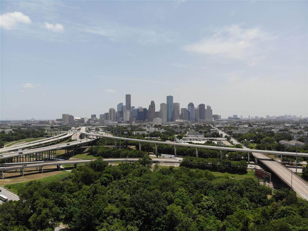 High or Mid-Rise Condo for Sale at 2520 Houston Avenue Avenue #801 2520 Houston Avenue Avenue Houston, Texas 77009 United States