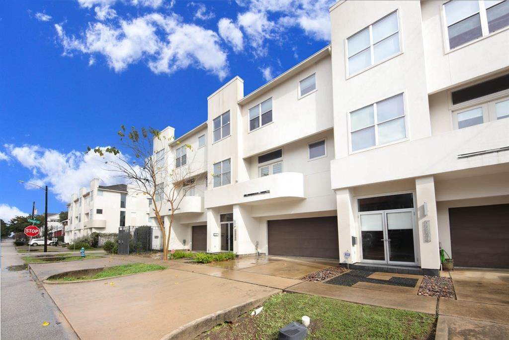 41. Condo / Townhouse for Rent at 4419 Floyd Street #B 4419 Floyd Street Houston, Texas 77007 United States