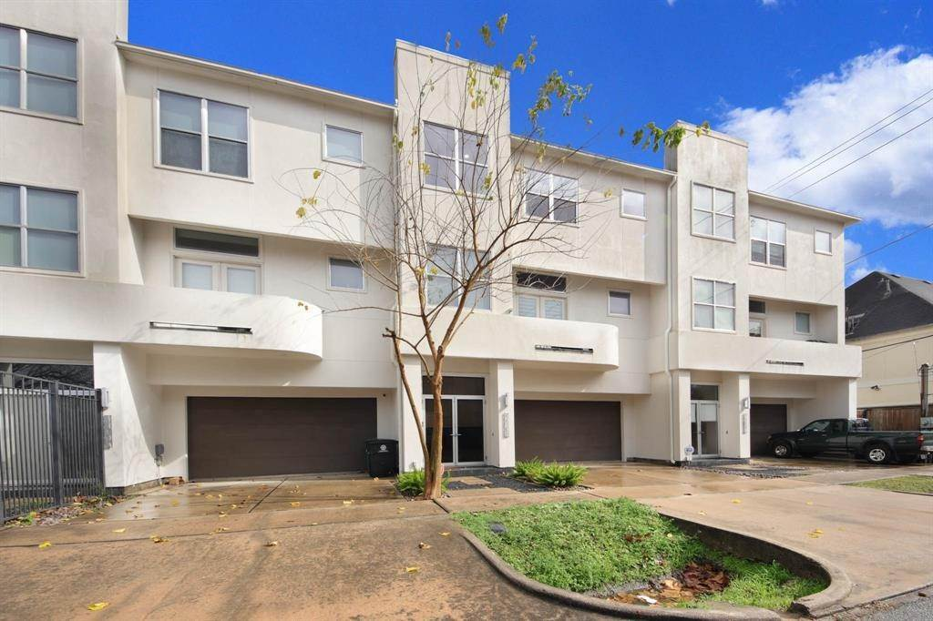 43. Condo / Townhouse for Rent at 4419 Floyd Street #B 4419 Floyd Street Houston, Texas 77007 United States