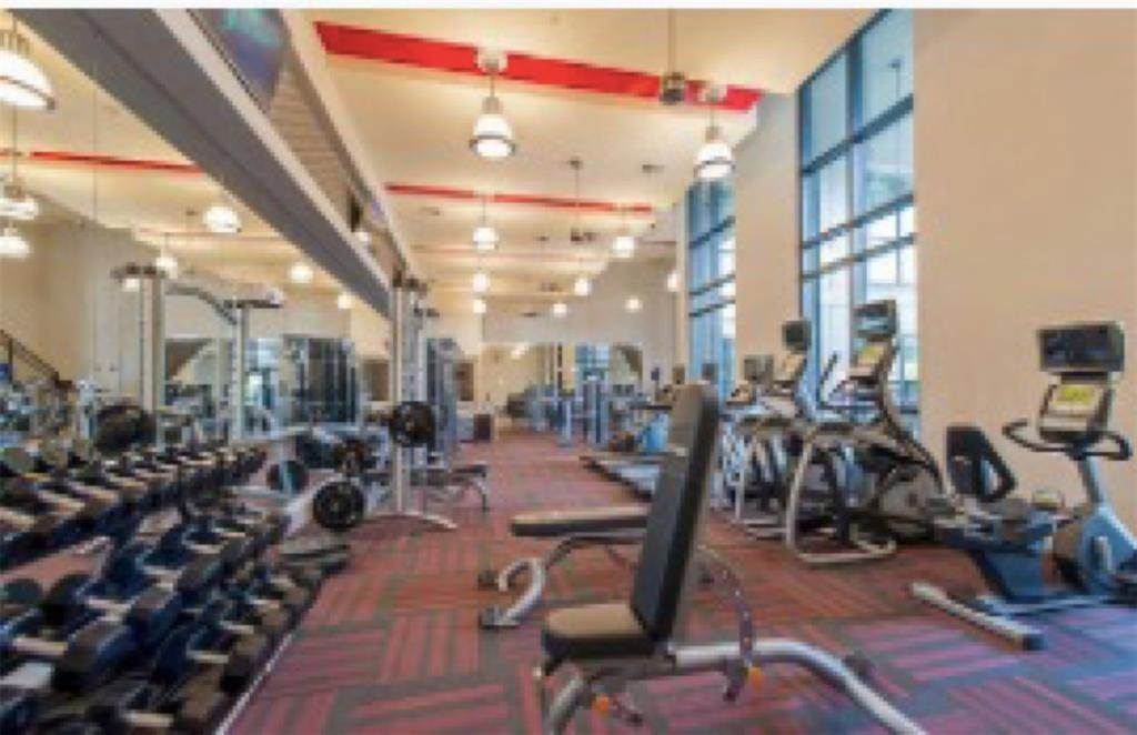13. High or Mid-Rise Condo for Rent at 2033 S Gessner Street Road #2418 2033 S Gessner Street Road Houston, Texas 77063 United States