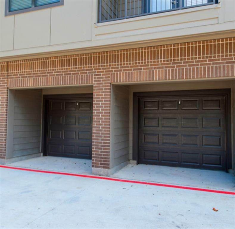 18. High or Mid-Rise Condo for Rent at 2033 S Gessner Street Road #2418 2033 S Gessner Street Road Houston, Texas 77063 United States
