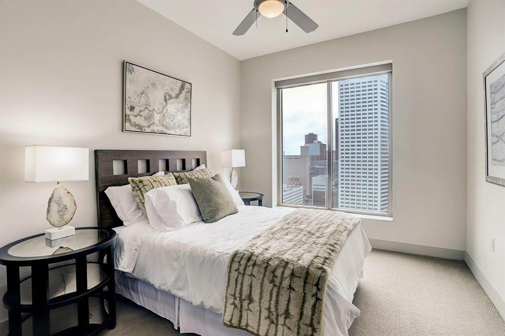 9. High or Mid-Rise Condo for Rent at 1400 Mckinney Street #3104 1400 Mckinney Street Houston, Texas 77010 United States