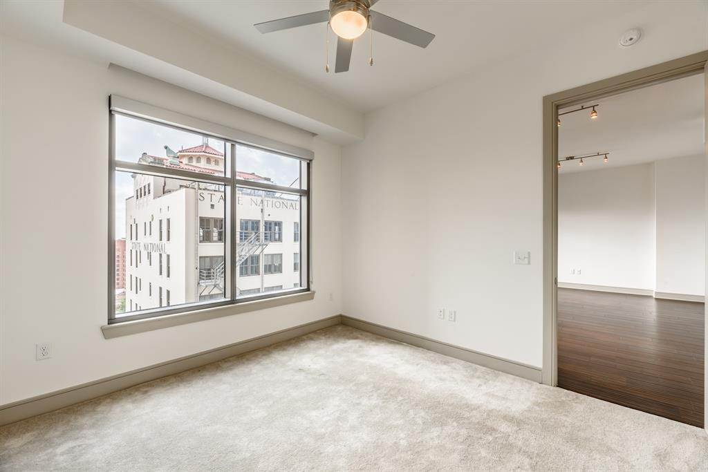 12. High or Mid-Rise Condo for Rent at 409 Travis Street #1205 409 Travis Street Houston, Texas 77002 United States