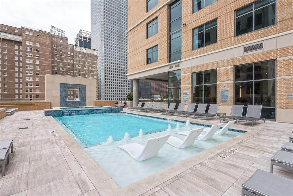 18. High or Mid-Rise Condo for Rent at 409 Travis Street #1205 409 Travis Street Houston, Texas 77002 United States