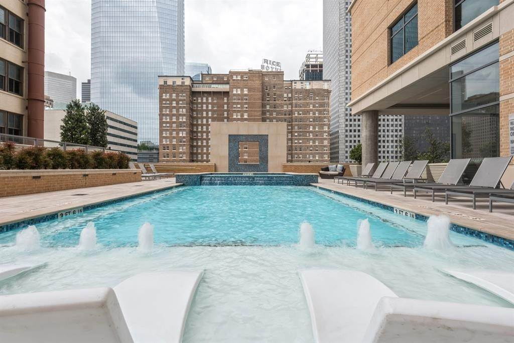 19. High or Mid-Rise Condo for Rent at 409 Travis Street #1205 409 Travis Street Houston, Texas 77002 United States
