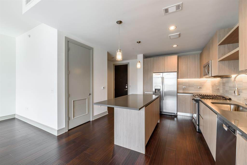 2. High or Mid-Rise Condo for Rent at 409 Travis Street #1205 409 Travis Street Houston, Texas 77002 United States