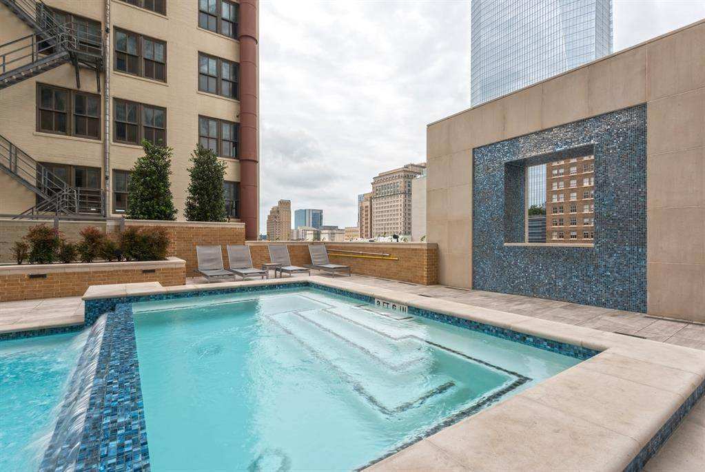 20. High or Mid-Rise Condo for Rent at 409 Travis Street #1205 409 Travis Street Houston, Texas 77002 United States
