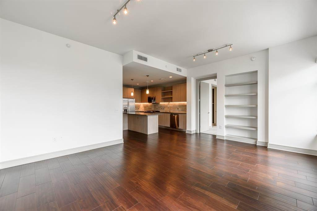 9. High or Mid-Rise Condo for Rent at 409 Travis Street #1205 409 Travis Street Houston, Texas 77002 United States