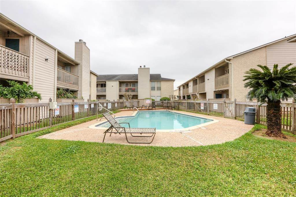 21. Condo / Townhouse for Rent at 3919 Fairmont Parkway #122 3919 Fairmont Parkway Pasadena, Texas 77504 United States
