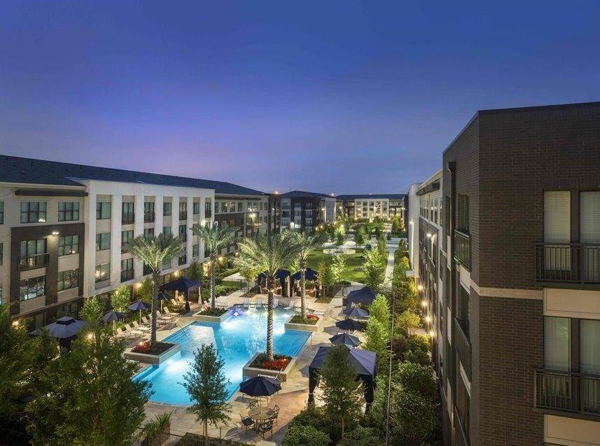 14. High or Mid-Rise Condo for Rent at 7100 Old Katy Road #2203 7100 Old Katy Road Houston, Texas 77024 United States