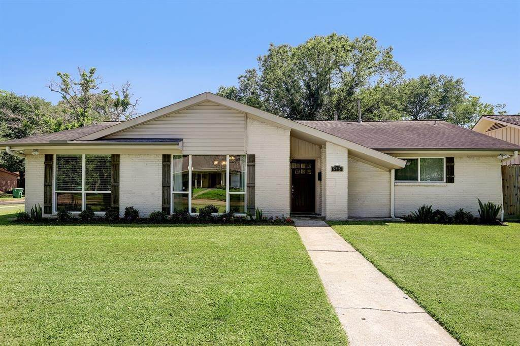 Single Family for Sale at 5715 Bankside Drive Houston, Texas 77096 United States