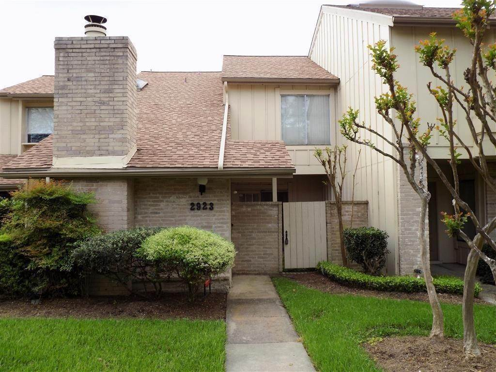 Condo / Townhouse for Rent at 2923 Meadowgrass Lane Houston, Texas 77082 United States
