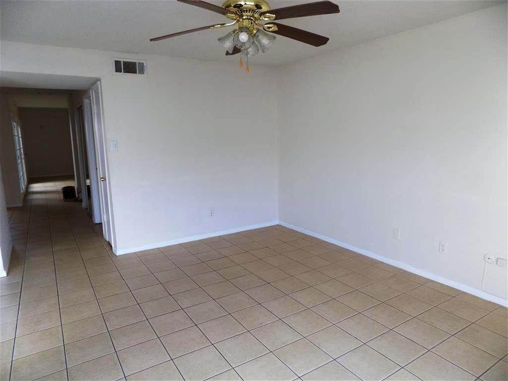 10. Condo / Townhouse for Rent at 2923 Meadowgrass Lane Houston, Texas 77082 United States