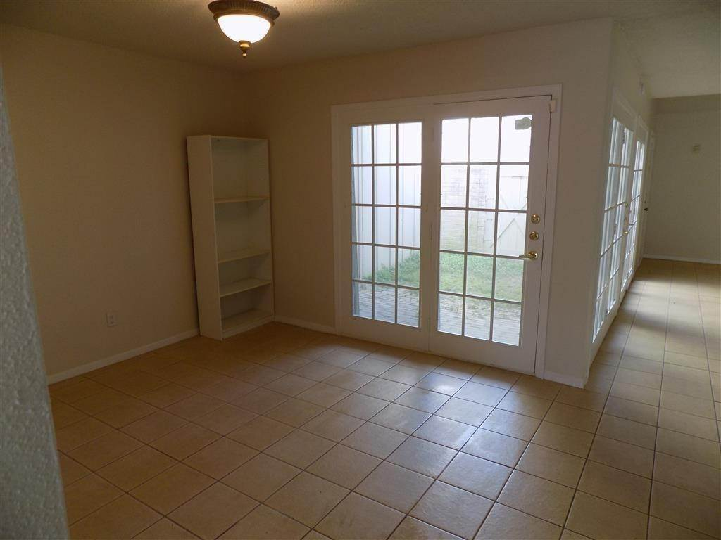 3. Condo / Townhouse for Rent at 2923 Meadowgrass Lane Houston, Texas 77082 United States