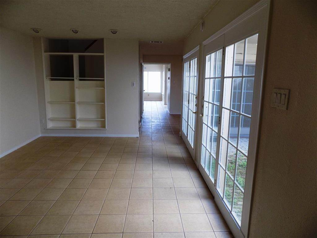 5. Condo / Townhouse for Rent at 2923 Meadowgrass Lane Houston, Texas 77082 United States