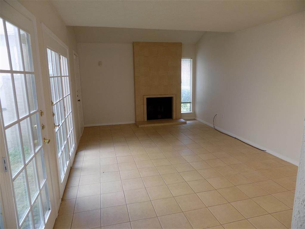 6. Condo / Townhouse for Rent at 2923 Meadowgrass Lane Houston, Texas 77082 United States